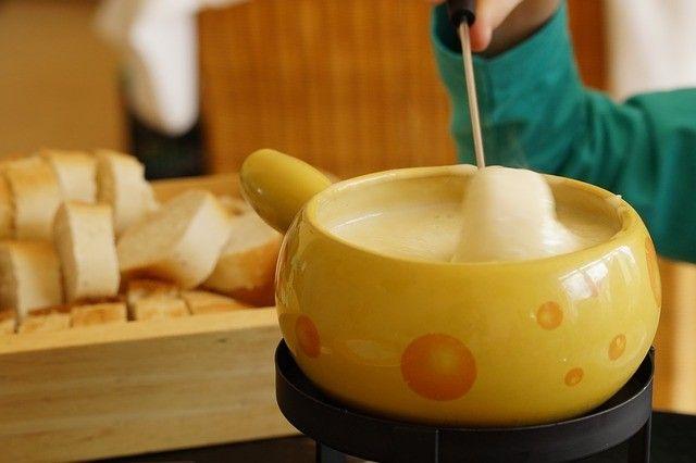 La convivialité de la fondue au fromage