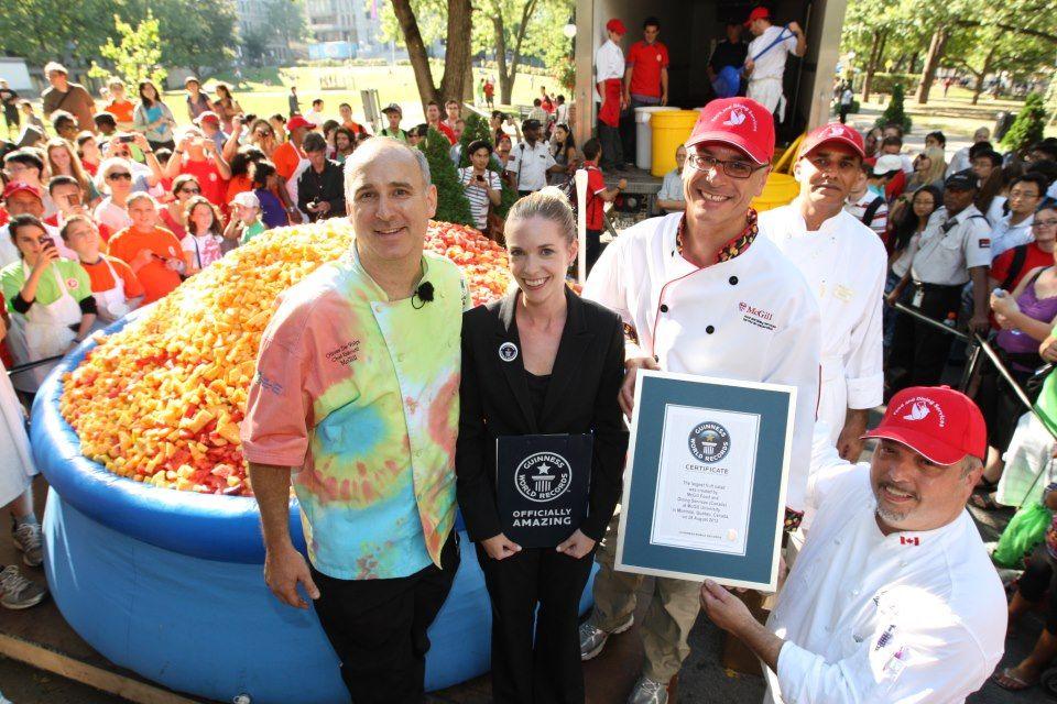 McGill a battu le record mondial de la plus grosse salade de fruit
