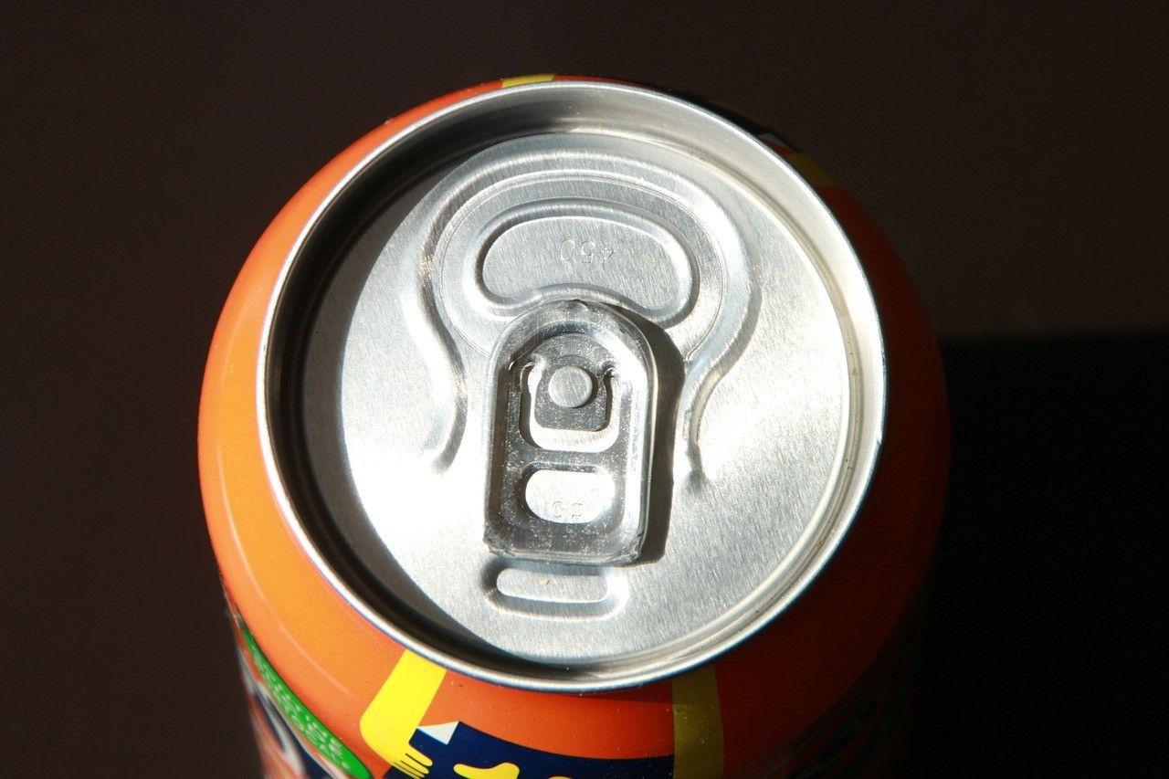 une canette de soda, a soda can