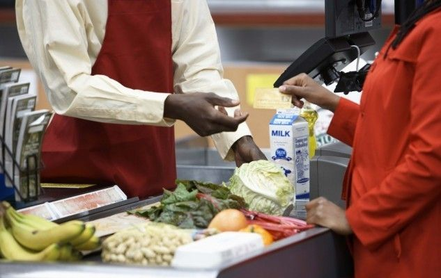 paying at the grocery store, payer à l'épicerie