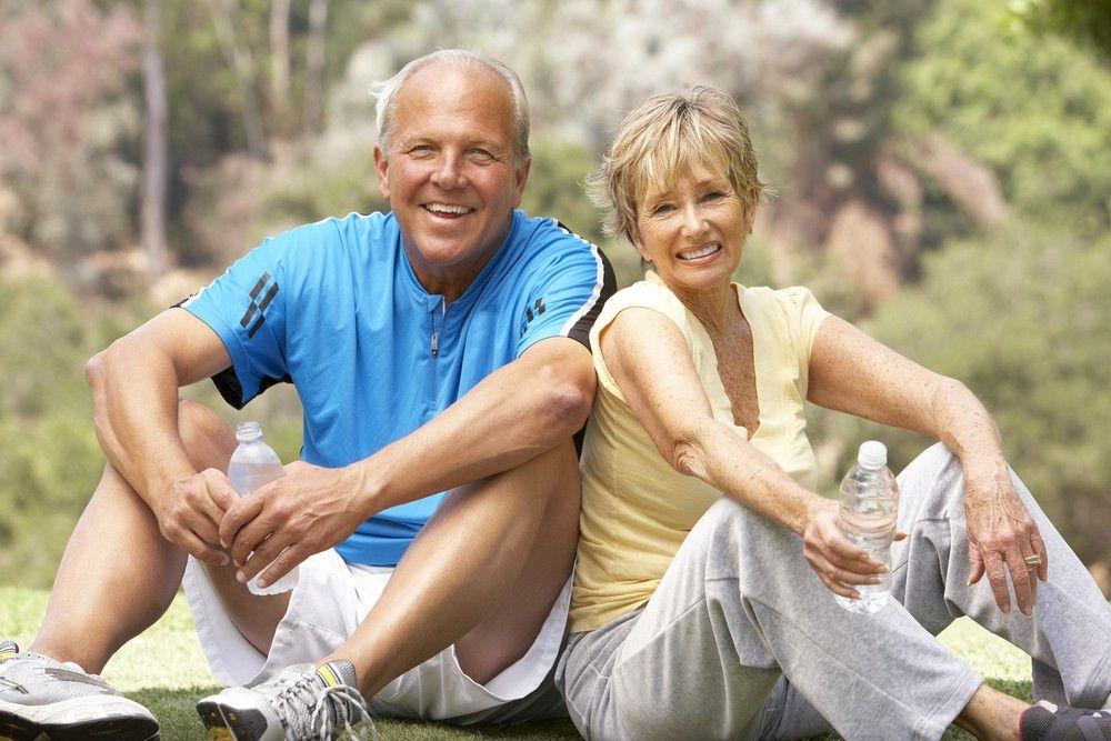 elderly active couple, couple agés et actifs