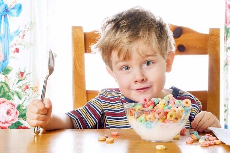 enfants céréales kid-eating-cereals