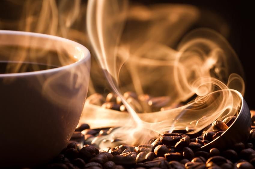 une tasse de café chaud