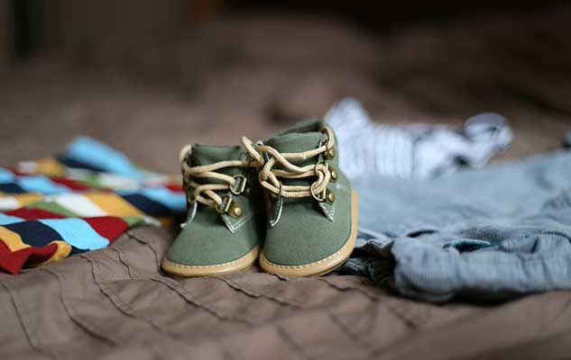 pregnancy-baby-shoes