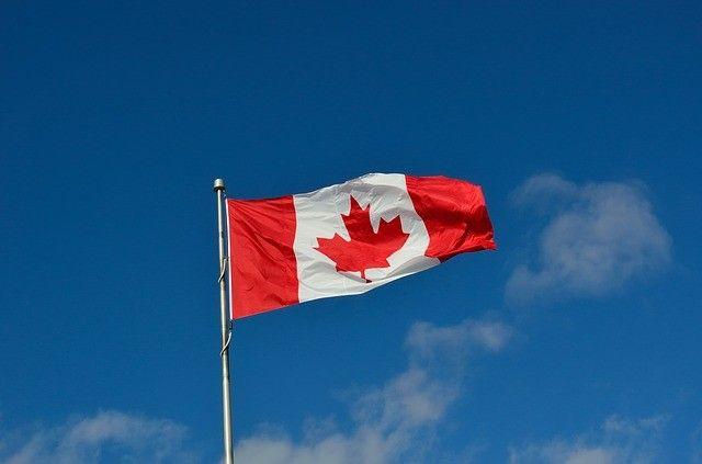 canadian-flag-1229484_640