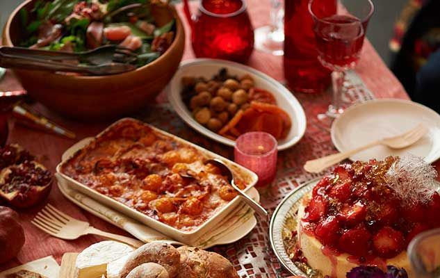 family-meal-repas-familial
