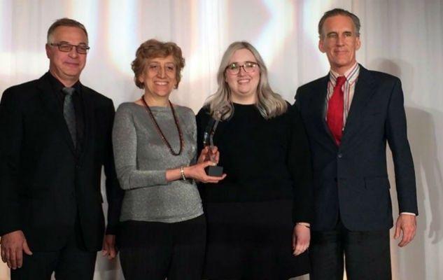Cinzia, Jef et Pierre reçoivent le prix DUX dans la catégorie Projets