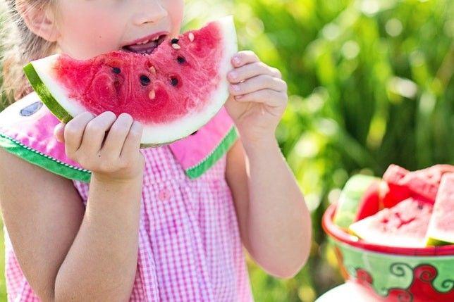 enfant-kid-eating-manger