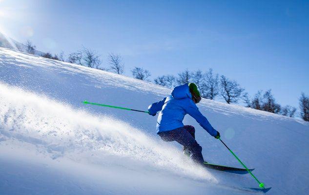 Quoi manger et boire lorsqu'on pratique un sport d'hiver ?