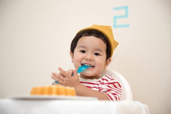 enfant mange food eat kid child