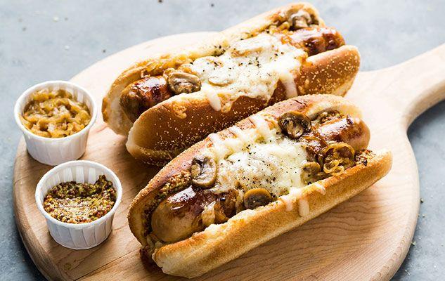 Hot-dog aux oignons caramélisés, champignons et fromage Le Migneron de Charlevoix