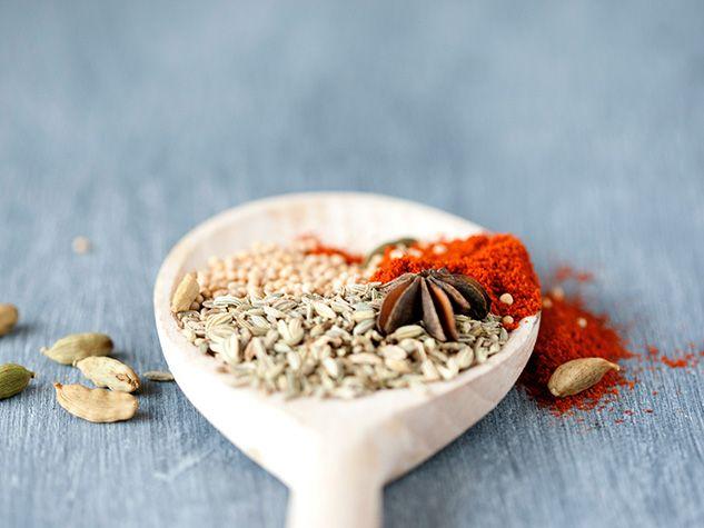 Herbes et épices carminatives contre les gaz intestinaux